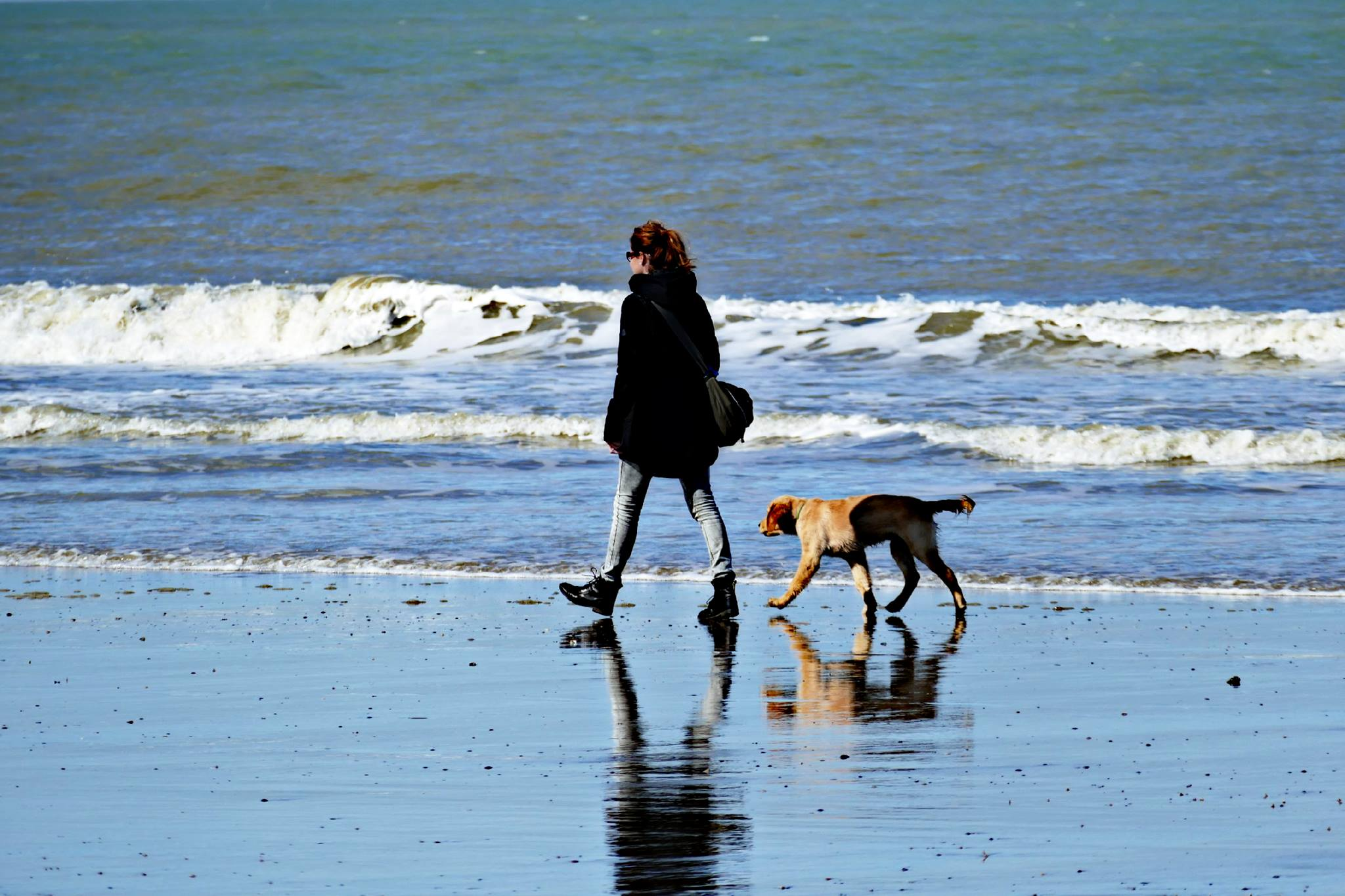 Dogs and Kids-Ueber mich-Claudia Peter-Plum mit Bodhi am Meer